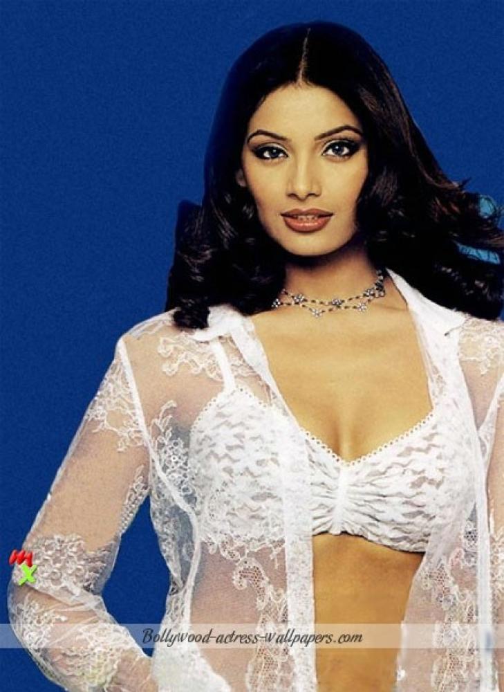 Bipasha Basu Hot HD Wallpaper
