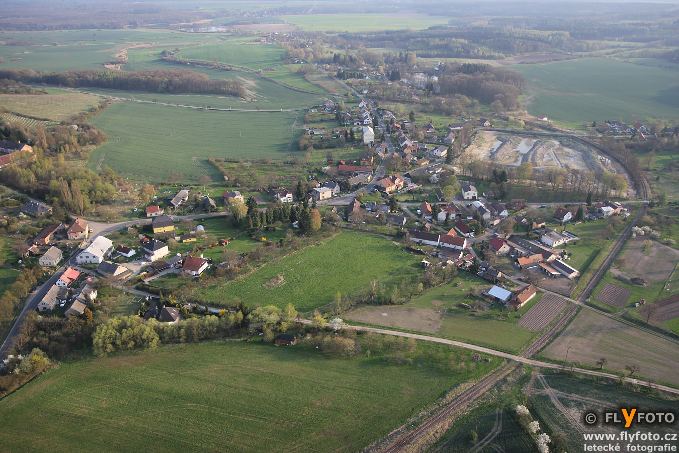 obec Domousnice