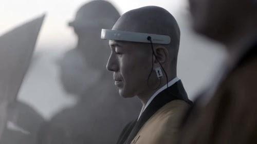 """「メルセデスと坐禅」クルマのプロモーション動画に、脳波計測器をつけた僧侶を登場させ""""和と洋""""、""""心と脳""""、""""科学と宗教""""という対極をつなげたユニークな演出を試みた。"""