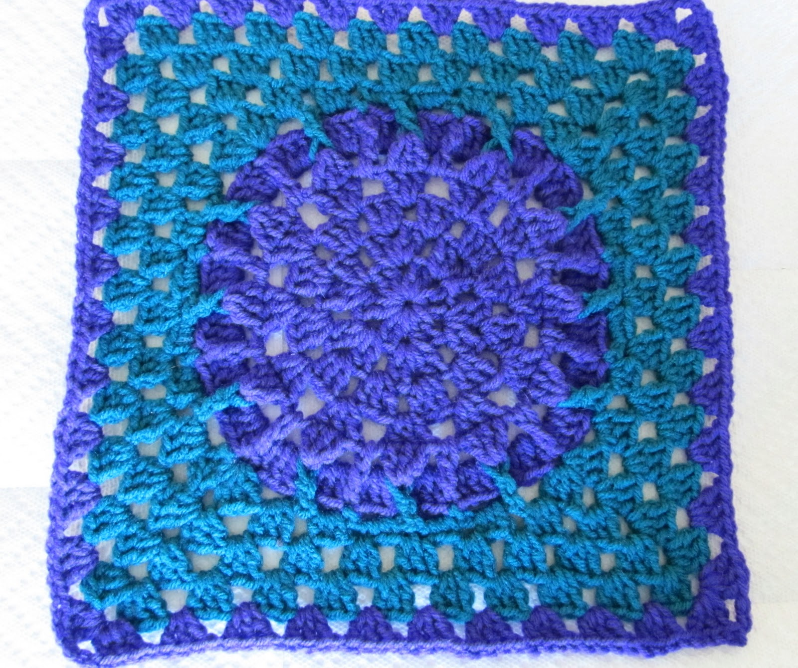 Crochet Patterns Squares : ... and Knit: SmoothFoxs Friends Square 12x12 - Free crochet pattern