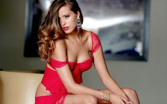 Lady-In-Red-575x359.jpg