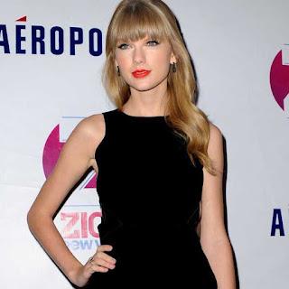 Gaya Rambut pirang Taylor Swift