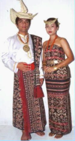 Pakaian Adat Nusa Tenggara Timur - GWI Indonesia Banget