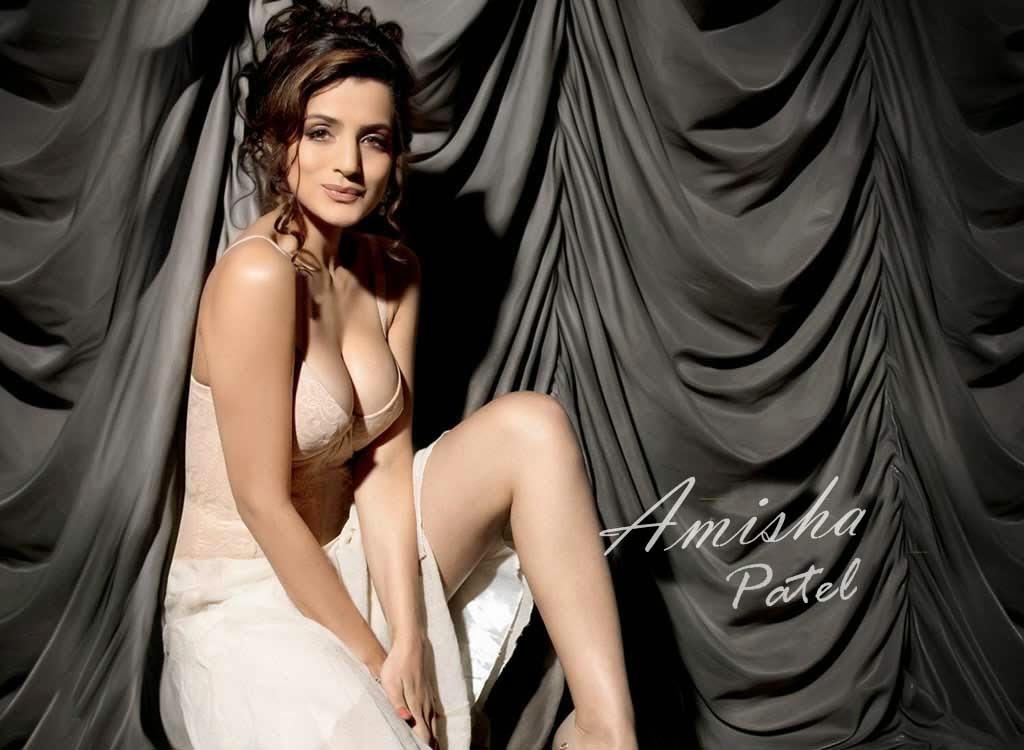 amisha sexy pose