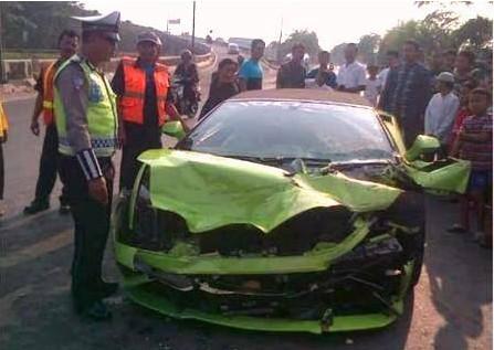 Lamborghini hotman paris hutapea kecelakaan tol ancol