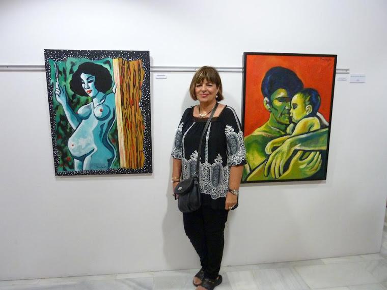 BARBEYTO ANTE DO OBRAS SUYAS EN SU EXPOSICION DE LA CASA DE CULTURA DE CALPE