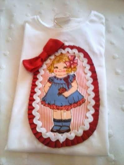 camiseta decorada con muñeca