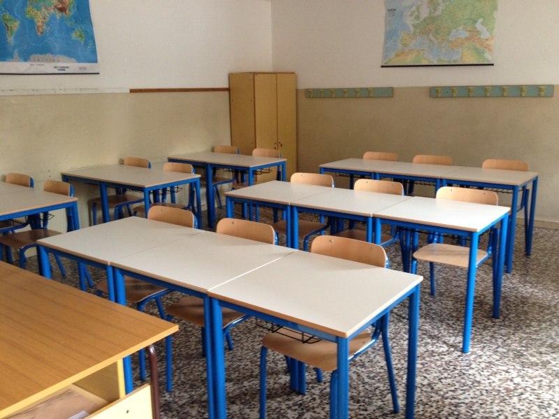 Pontelatone arrivano i nuovi arredi scolastici per il for Arredi scolastici prezzi