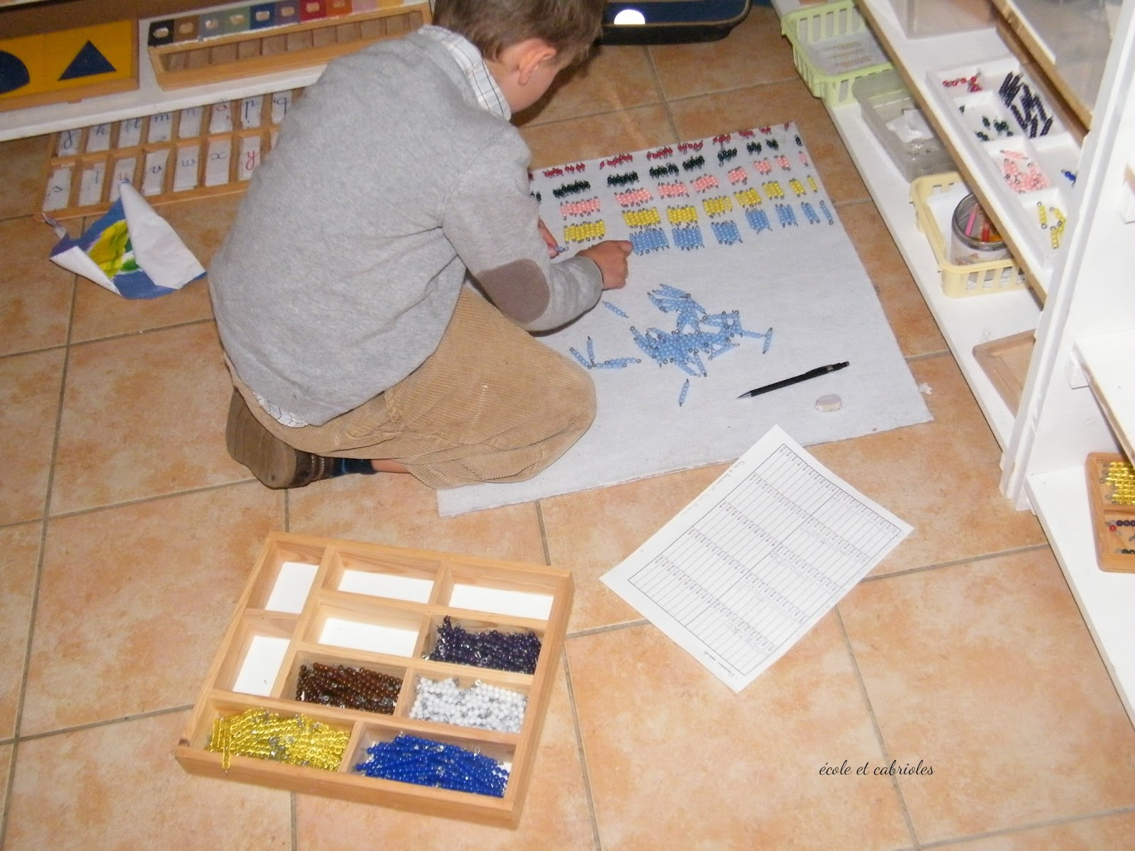 Ecole et cabrioles une cole montessori la maison - Table de pythagore montessori ...