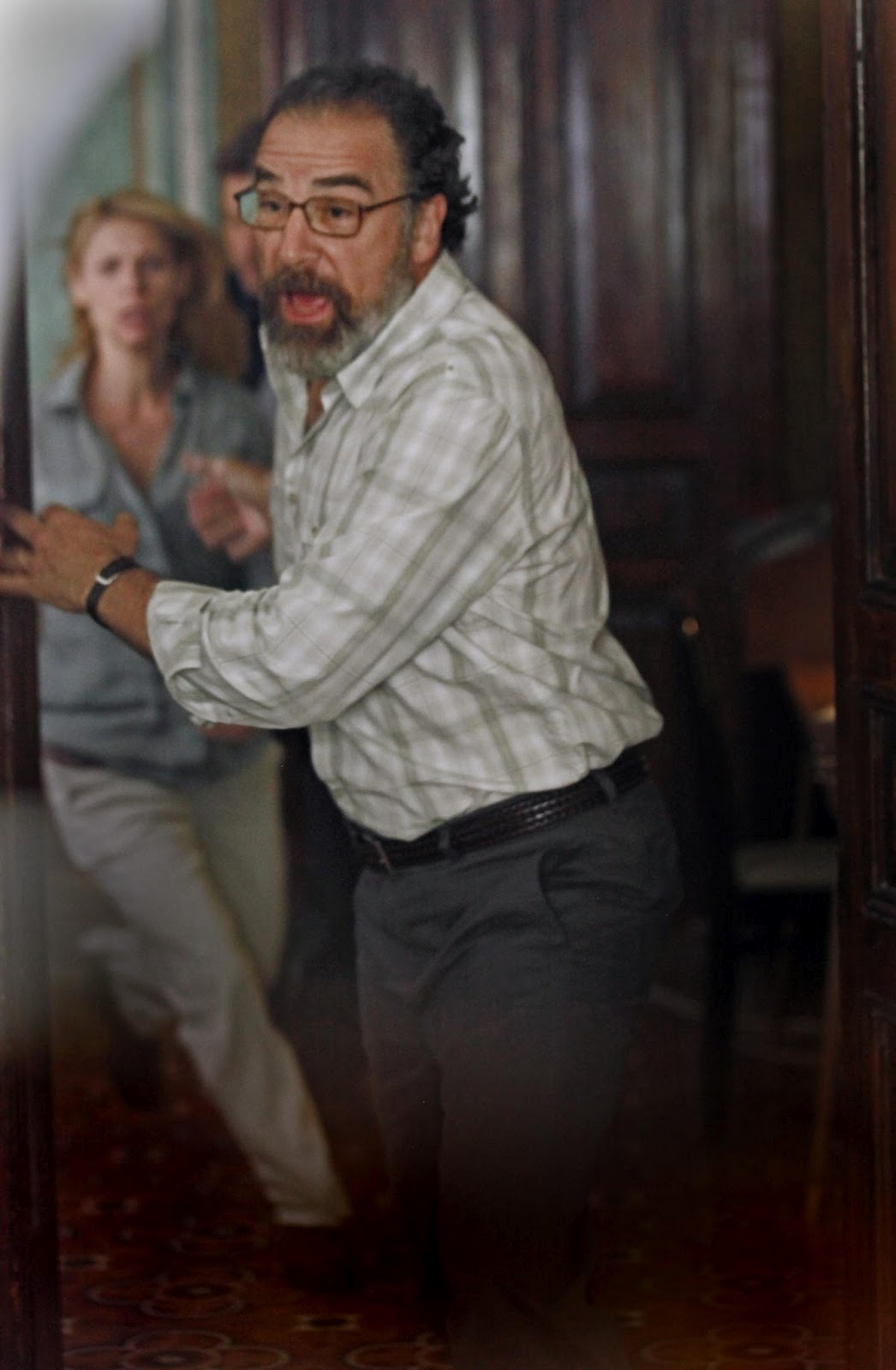 http://3.bp.blogspot.com/-6eZjAJPA954/UGNyiBYWH0I/AAAAAAAAa50/qCclXQA7Dt8/s1600/claire-danes-and-mandy-patinkin-in-homeland-large-picture.jpg