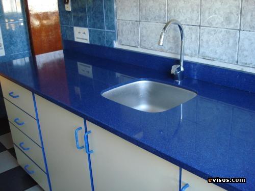 Ambientes y detalles confeccion de cocinas de marmol for Marmol de color azul