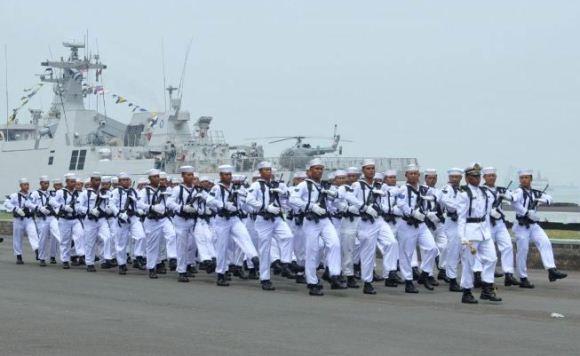 Parade dan defile HUT Armada di Koarmabar
