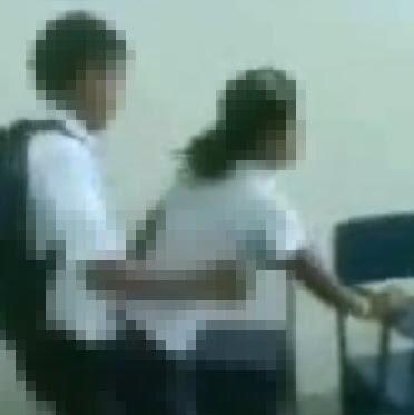 Siswi+Goyang+Kimcil Video Goyang Kimcil Dua Siswi SMP Ada di Youtube
