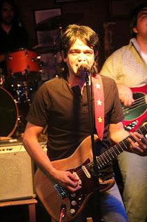 """Hernan """"Buitre"""" Deheza en guitarra y voz, Buitre y la Otra"""