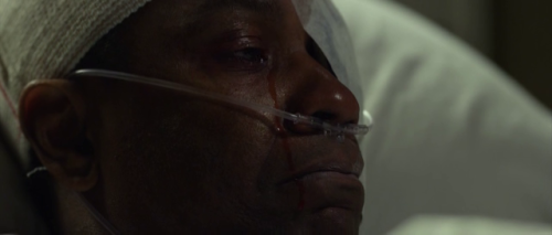 Denzel Washington shedding a tear in Flight
