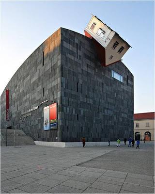 House Attack - Viena - Austria. Edificios mas extraños del mundo. edificios extraños. lugares sorprendentes