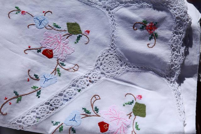 Madeira Embroidery at Estremoz flea market by Agulha não Pica e ZPmoreira