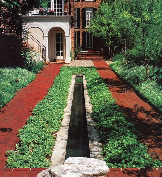 Il giardino delle naiadi laghetti in una striscia for Giardino rustico traliccio decorativo