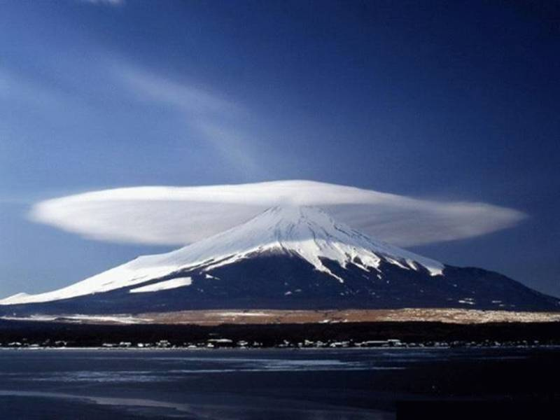 Clouds associated with mountain waves
