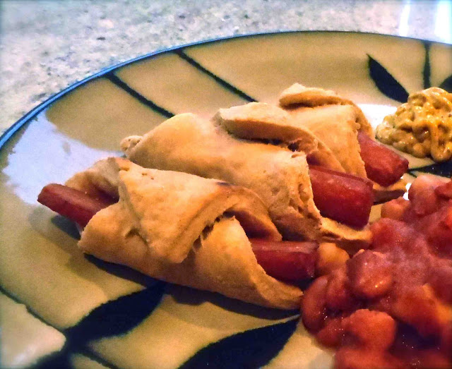 vegan pigs in a blanket, biscuit blanket