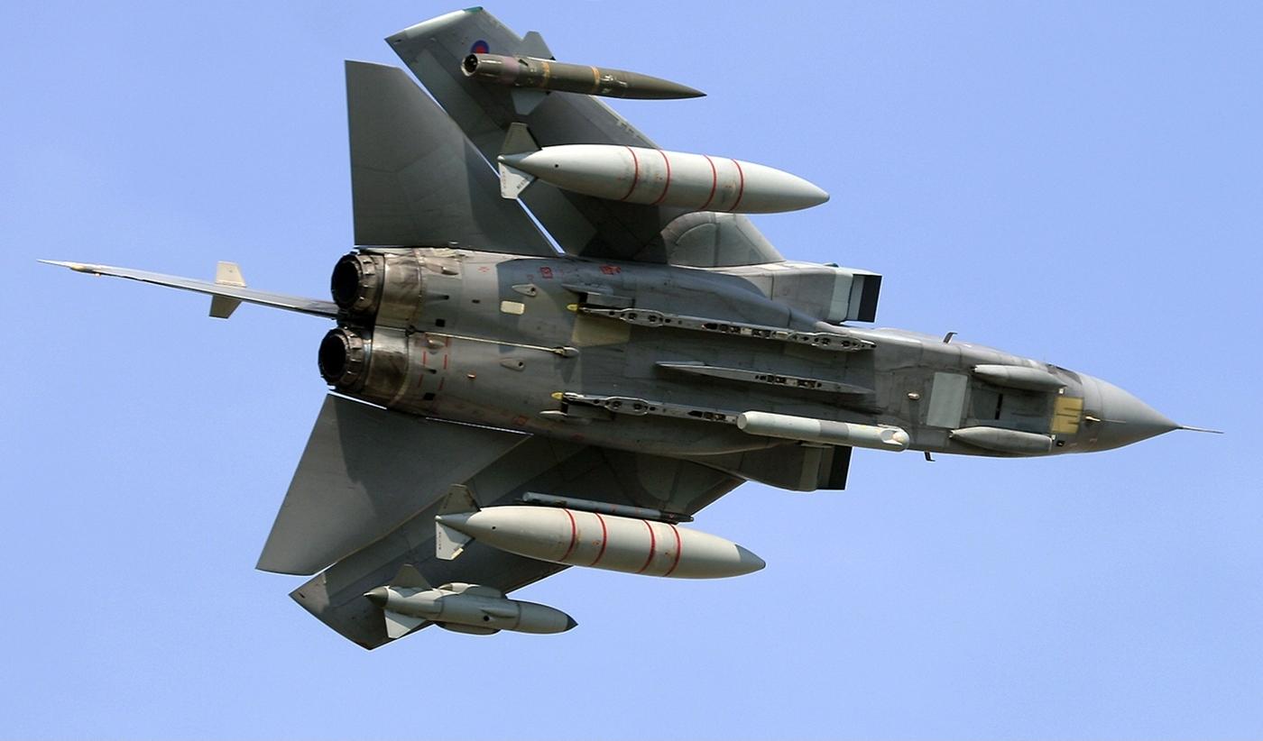 http://3.bp.blogspot.com/-6fOvTskRxuI/UFb6wiWTEDI/AAAAAAAALsQ/eNO-aXLXrvU/s1600/panavia_tornado_royal_air_force_inverted.jpg