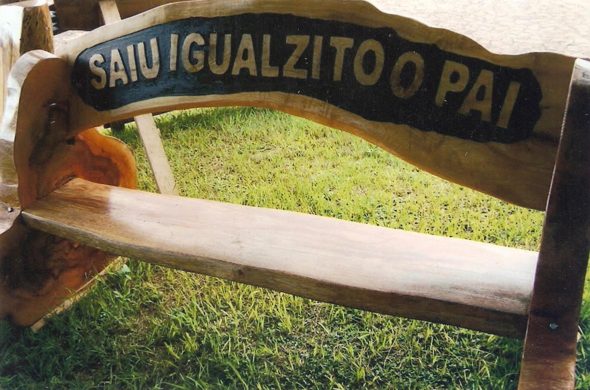 #977734 Postado por ARTESANATO SÃO FRANCISCO às 03:21 1181x781 px banco de madeira com rodas @ bernauer.info Móveis Antigos Novos E Usados Online