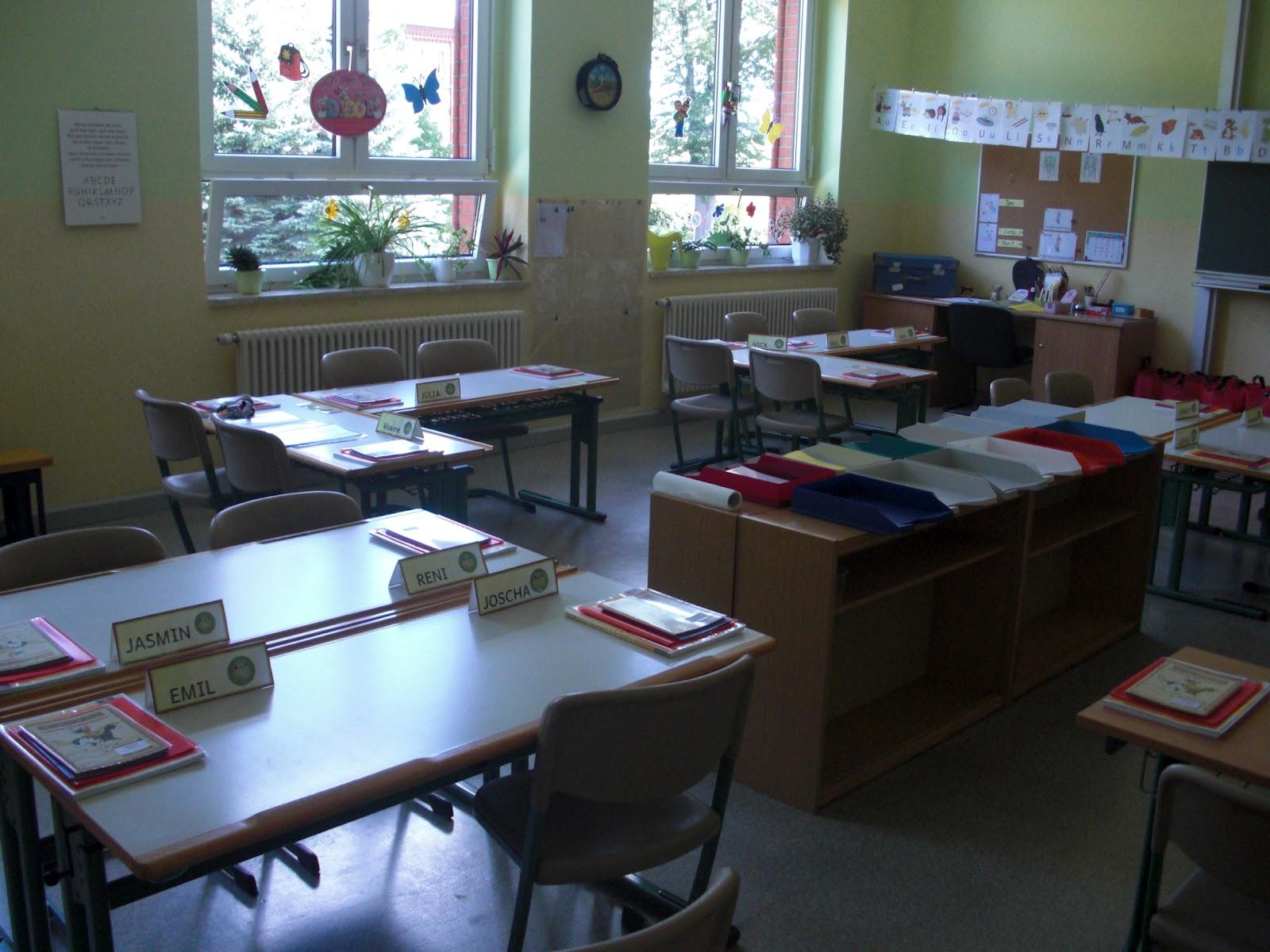 Arnienotizblog august 2012 for Schreibtisch grundschule