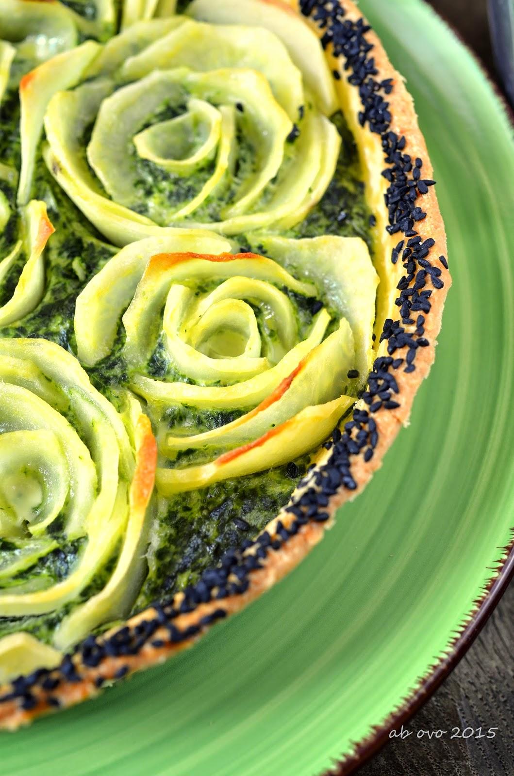 Torta-salata-fiorita-con-erbette-e-patate