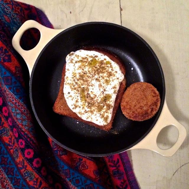 eggs in bread with yogurt and za'atar