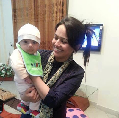 Geo's news caster 'Ayesha Bakhsh' with her son Pakistan Celebrities