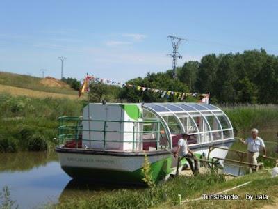 Crucero fluvial por el Canal de Castilla
