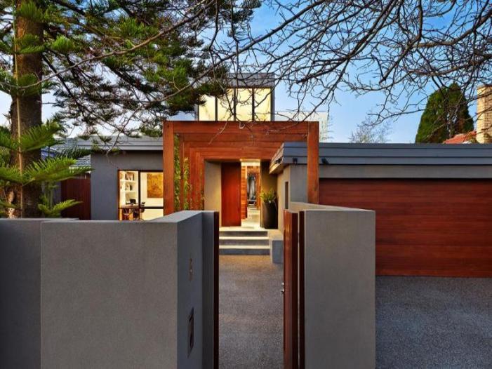 Residencia Contemporánea Transformada con Oasis al Aire Libre ...