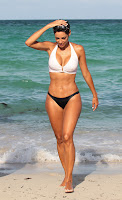 Nicole Murphy shows off her bikini body