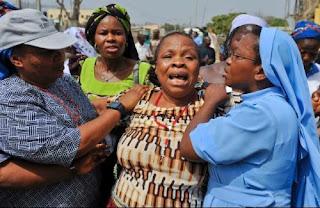 Una mujer se lamenta por la muerte de sus familiares, en el asesinato en la Iglesia de Santa Teresa, en Madalla, la pasada Navidad