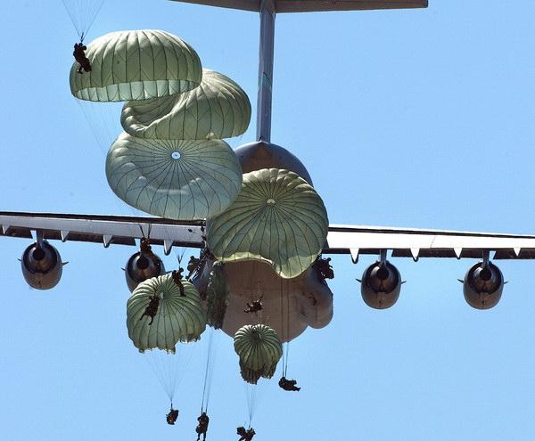 Ранцевому парашюту исполняется 100 лет
