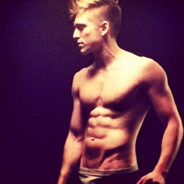 Danny Saucedo muscle