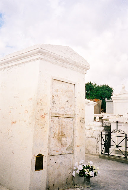 marie laveau tomb cemeteries new orleans thebrighterwriter.blogspot.com