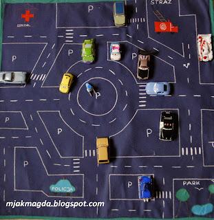 mata, zabawka, zabawa, edukacyjna, ulica, ulice, parking, garaż, straż pożarna, szpital, policja, park, samochody, pojazdy, autka, miasto, miasteczko, rondo, pasy, turystyczna, przenośna, rodzinna, dziecko, dziecka, chłopiec, mat, toy, fun, educational, street, streets, parking, garage, fire department, hospital, police, park, cars, vehicles, toy cars, city, town, roundabout, belts, travel, portable, family, child, baby boy ,