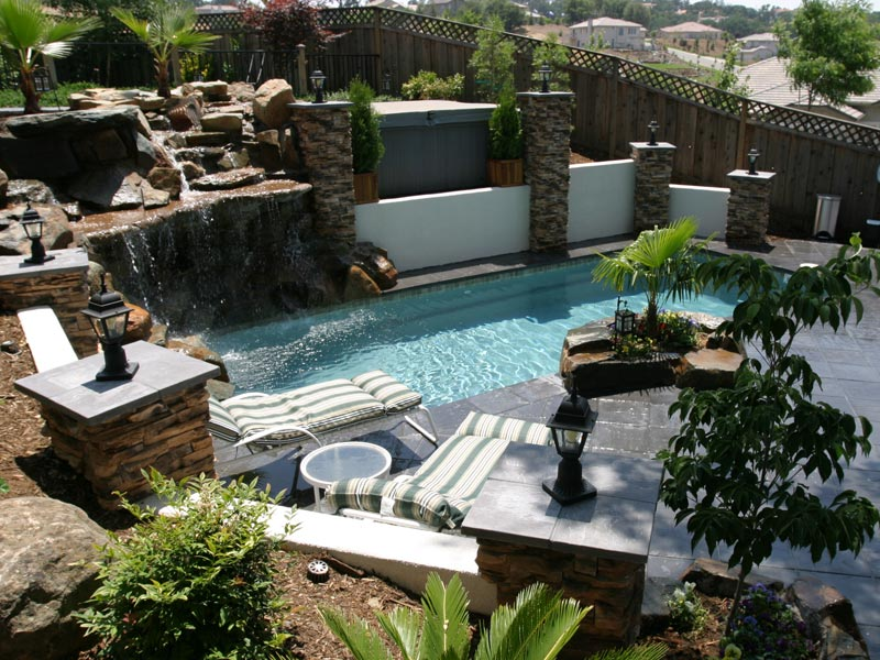 Backyard landscape design functions backyard landscape for Pics of landscaped backyards