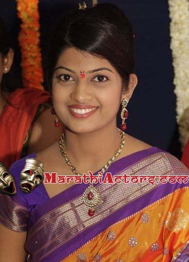 marathi actor and actress  Dhanashri Kadgaonkar photos
