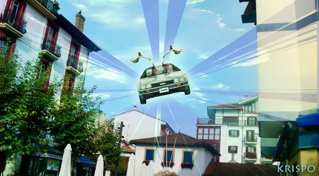 El DeLorean volando en el cielo de Hondarribia con Marty y Doc dentro