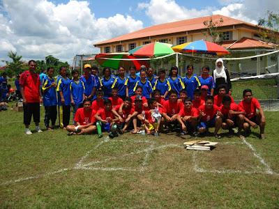 Pasukan sofbol SMK Luar Bandar No.1 Sibu semasa Kejohanan Sofbol MSS Sibu pada tahun 2010