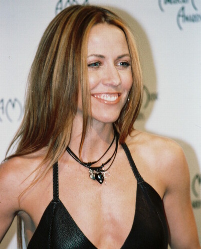 Feminine And Get Muscles! Sheryl Crow On Red Carpet Talking About P90x