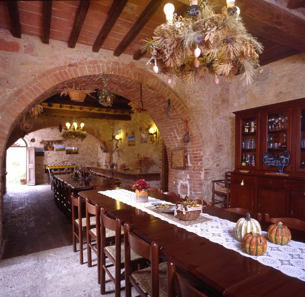 Cheap agriturismo aia vecchia di montalceto toscana siena for Sala arredamento