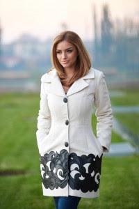Paltonul tip clopot cu aplicatii de piele ecologica