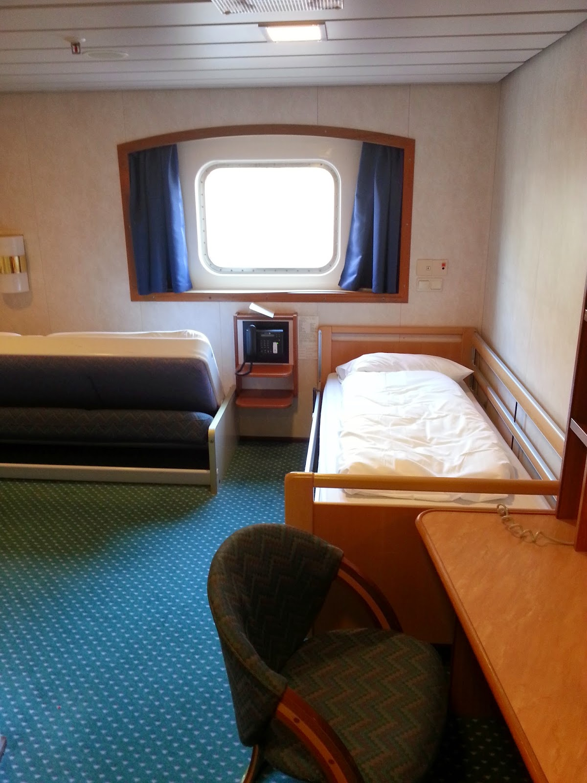 Hurtigruten MS Nordlys - Wheelchair Accessible Cabin