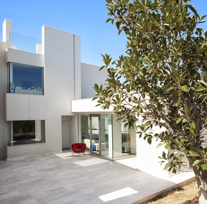 Terrace of Modern villa Di Gioia by Pedone Working