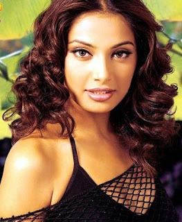 Single Bipasha ready to mingle