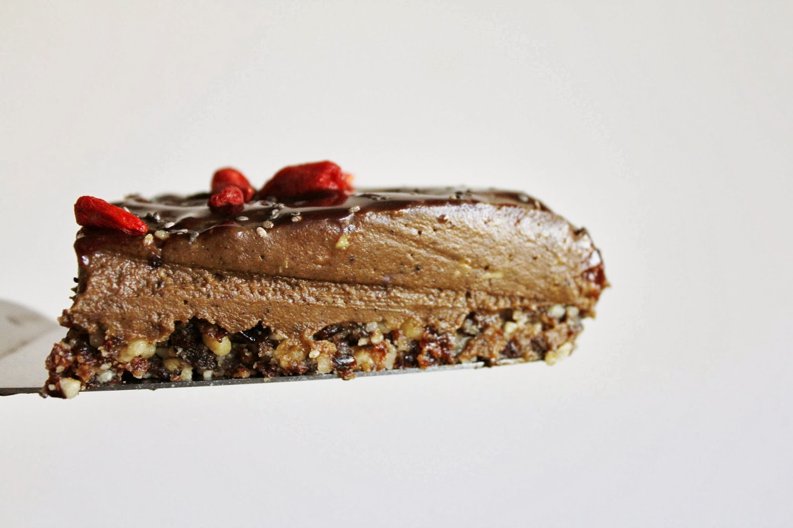 This Rawsome Vegan Life: AVOCADO CHOCOLATE MOUSSE CAKE with GOJI ...