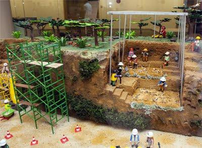PlayEvolucion Atapuerca y el MEH en paisaje playmobil